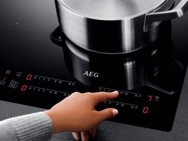 Фурна за вграждане с индукционен плот AEG EPE555220M